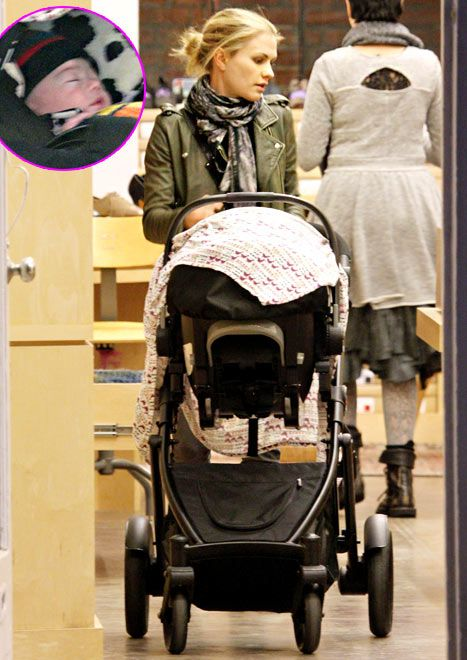 One of #TrueBlood star Anna Paquin's babies made a public debut in a stroller!