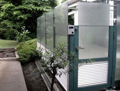 名称を考案中 ポリカーボネートのデザインフェンス 玄関アプローチ