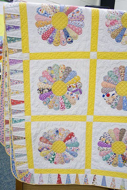 174/365 Dresden Plate Quilt by VeronicaMade, via Flickr