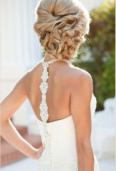 Modèle coiffure mariage ou bal de promo cheveux mi-longs