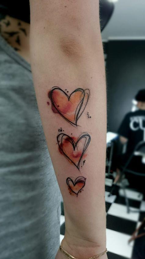 Herz Tattoo am Arm Trendy Tattoos, Small Tattoos, Tattoos For Guys, Men Arm Tattoos, Watercolor Heart Tattoos, Watercolour Tattoo Small, Tattoo Arm Frau, Heart Sketch, Geniale Tattoos