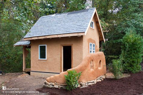 This tiny traditionally built timber frame slip-straw house was build by women for women near Asheville in North Carolina, USA. It's WASI's Women's Appalachian Earth Sanctuary; just one room 10'x16' (about 3m x 5m). Follow the link to find out about their work and watch a video about how to build slip-straw walls. Find out more at www.naturalhomes.org/kleiwerks.htm