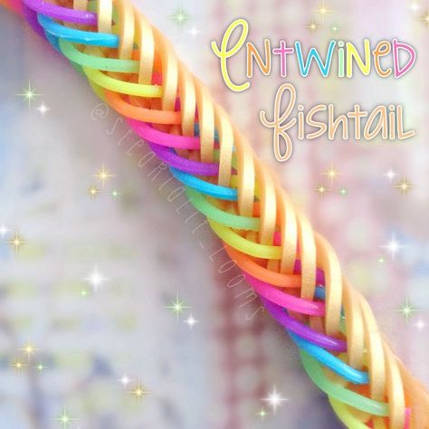 • Entwined fishtail! Design: @5kidscausechaos Tutorial: @jaysalvarez. • • What do you hate about hook only bracelets? (Flipping the…