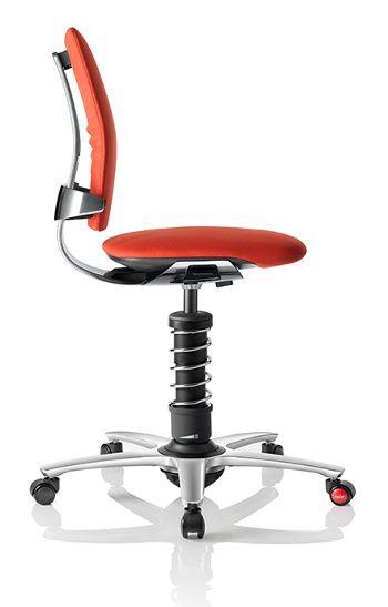 Entspannen Sie sich auf Ihrem rollenden Bürostuhl | Stühle