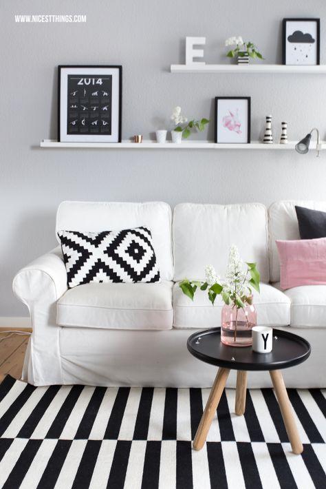 Ikea Ektorp vor grauer Wandfarbe, Ribba Bilderleisten (entdeckt auf NicestThings.com)