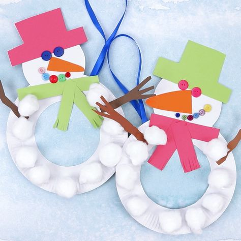 This Paper Plate Snowman Wreath is adorable! With button eyes and a cheeky smile no-one will be able to resist!This simple paper plate snowman craft is a great Christmas and Winter craft. Hang them on the door, window or wall for some snowman craft fun! #winter #snowman #wreath #paperplate #kidscrafts #wintercrafts #christmascrafts #christmas #paperplatecrafts #preschool #toddlers #kidscraftroom