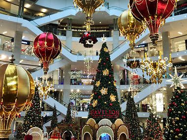 Christmas Events And Decorations In Shopping Malls In 2020 Christmas Decorations Online Christmas Decorations Christmas Bulbs