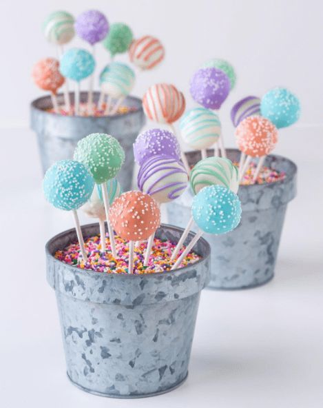18 Droolworthy Photos of Cake Pops for - I Can Has Cheezburger? 18 Droolworthy Photos of Cake Pops for - World's largest collection of cat memes and other animals Cake Pop Bouquet, Flower Cake Pops, Flower Cakes, Starbucks Cake Pops, Starbucks Drinks, Christmas Cake Pops, Christmas Pudding, Chocolates, Cake Pop Boxes