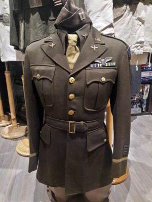 Uniforme de capitan perteneciente a Robert F. Lovett de la Fuerza Aerea USAAF (M... - #Aerea #capitan #de #Fuerza #la #Lovett #perteneciente #Robert #Uniforme #USAAF