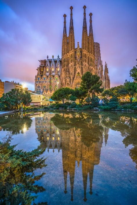 How to Spend 3 Amazing Days in Barcelona, Spain – Are you only in Barcelona for a few days? Then here is my amazing itinerary for 3 days in Barcelona with some of the best things to see and do in the city! This is the perfect travel guide packed[. Places To Travel, Travel Destinations, Places To Visit, Travel Deals, Packing Tips For Travel, Travel Guide, Travel Essentials, Barcelona Travel, Visit Barcelona