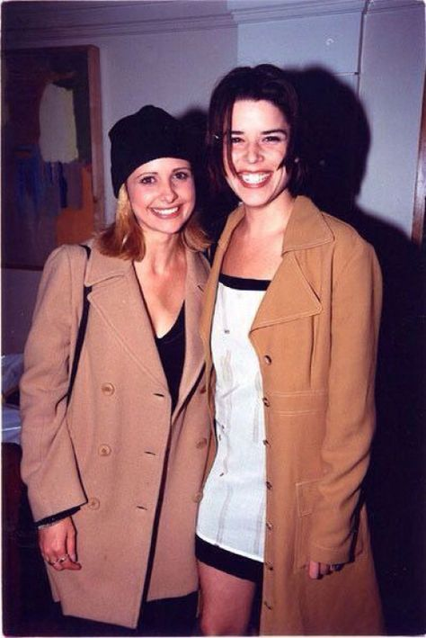 Sarah Michelle Gellar and Neve Campbell