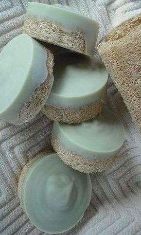 Exfoliating Foot Scrub with Peppermint, Tea Tree Oil & Lavender - Dr. Axe - Peppermint-Tea Tree Luffa Foot Soap Best Picture For bright Nail For Your Taste You are looking f - Diy Lush, Diy Beauté, Easy Diy, Simple Diy, Homemade Soap Recipes, Homemade Vanilla, Homemade Paint, Bath Recipes, Beeswax Recipes