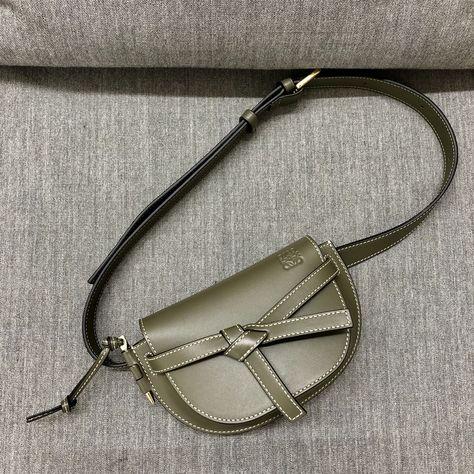 ANDREAS MURKUDIS: Loewe AW19-20. #andreasmurkudis #andreasmurkudis81 #loewe #accessories #womenswear