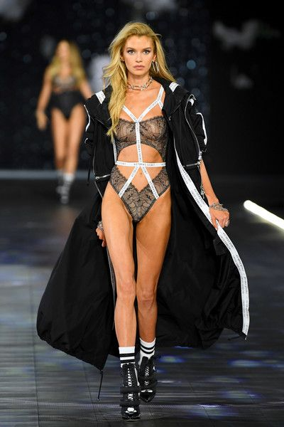 Stella Maxwell Victoria Secret Fashion Show Vs Fashion Shows Victoria Secret Fashion