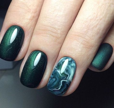 Emerald Cat Eye Design;Emerald Green Nails;Long Emerald Green Nails;Cat Eye nails;