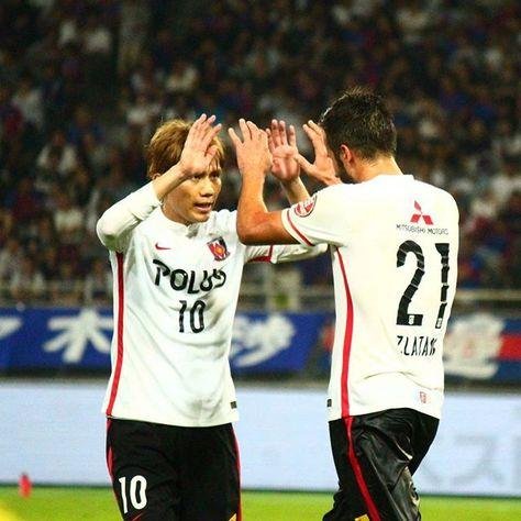 9.17 vs FC東京。85分、オウンゴールを引き出したズラタン。柏木陽介と喜び合う。 #wearereds #urawareds #浦和レッズ