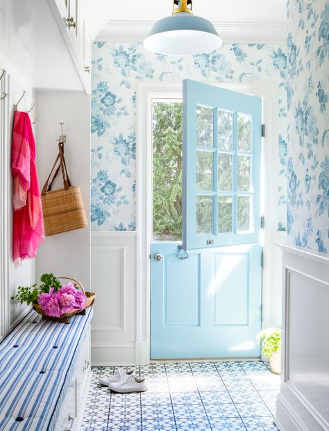 Design by Brooke Crew. Mud room in a blue on blue house with a Dutch door and cement tiles on floor. Villa Del Carbon, Interior Exterior, Interior Design, Dutch Door Interior, Interior Livingroom, Ikea Kallax Regal, Ikea Regal, Design Industrial, Painted Doors