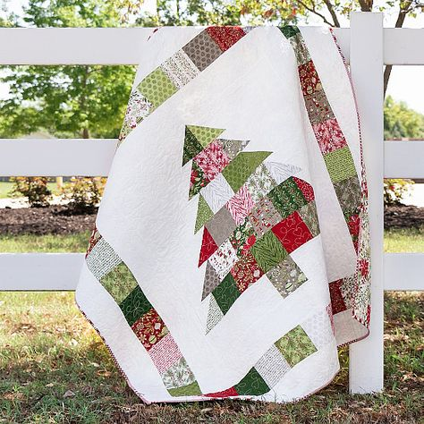 Christmas Patchwork, Christmas Quilt Patterns, Christmas Sewing Projects, Christmas Crafts, Quilted Christmas Gifts, Christmas Christmas, Christmas Ornaments, Easy Quilts, Mini Quilts