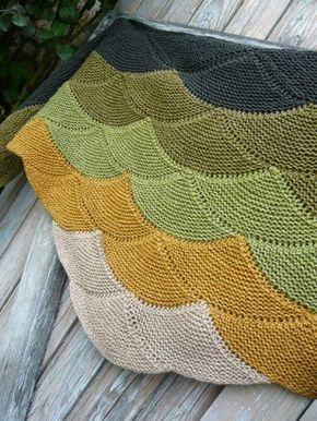 Seashell/clamshell knitting pattern - Aranami Shawl [reminds me of Baptist Fan quilting pattern NLP]