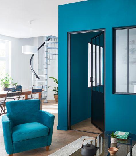 Le Bleu Marseille Pour Apporter Lumiere Et Couleur Dans Votre Interieur Castorama Insp Salle A Manger Bleue Decoration Salon Bleu Decoration Chambre Bleue