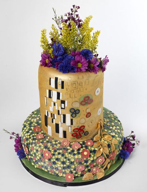 The Kiss by Gustav Klimt, baked by Bea's of Bloomsbury