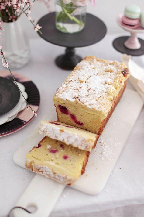 Cheesecake-Himbeerkuchen mit weißer Schokolade und Streuseln