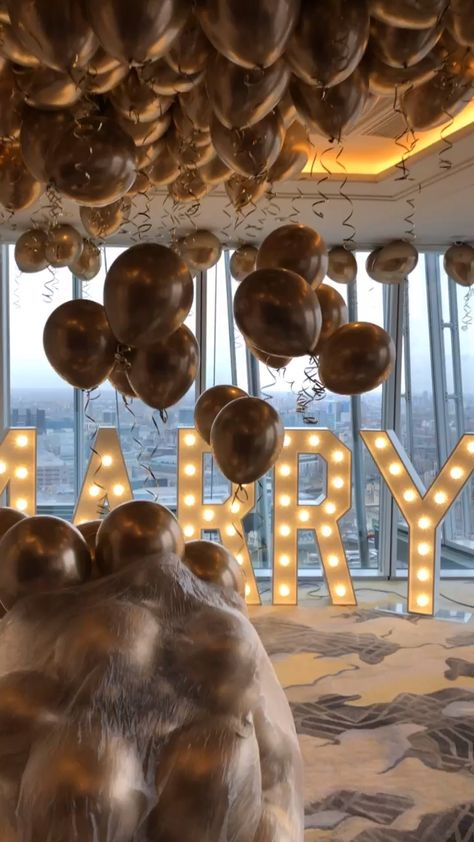 Check out the views! We loved installing 200 balloons for this perfect marriage proposal at the the Shangri-La - The Shard London Organised by @theproposers. #proposal #marriage proposal #london #shard #valentinesballoons #proposalballoons #romanticproposal #balloonceiling #goldballoons #balloonista #weddingproposal #engagementballoons