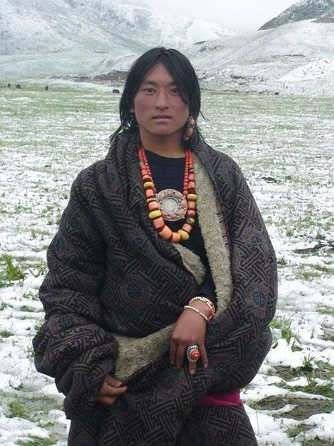 Tibetan man, wearing Tibetan jewelry and ethnic dress. Tibetan Jewelry, Tibetan Clothing, Ethnic Dress, Interesting Faces, World Cultures, People Around The World, Traditional Dresses, Belle Photo, First World