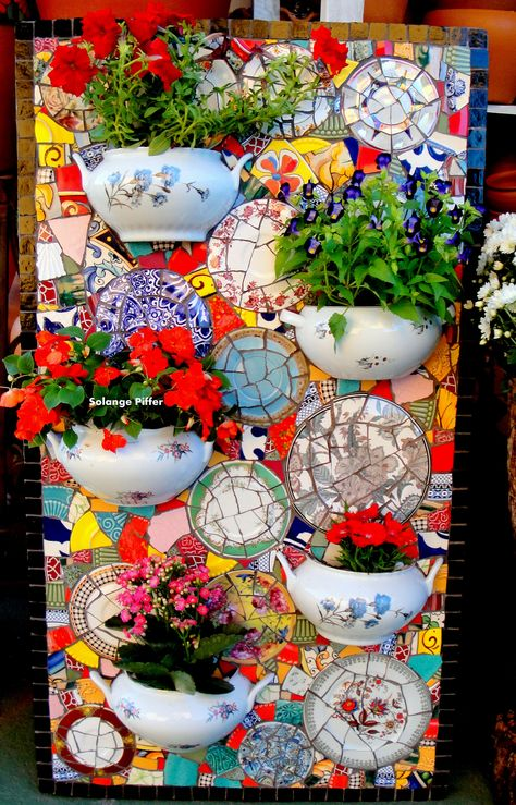 Brilliant DIY Mosaic Decorations for Your Garden - Farm.Family Garden art Brilliant DIY Mosaic Decorations for Your Garden - FarmFoodFamily Mosaic Garden Art, Mosaic Pots, Mosaic Wall Art, Tile Art, Tiles, Mosaic Glass Art, Teacup Mosaic, Mosaic Flower Pots, Mosaic Mirrors