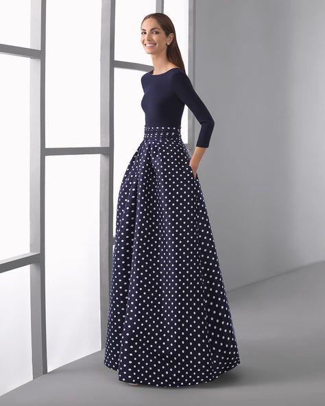 92d8b1bedc Vestido largo clásico de costura con cuerpo de crepe y falda de mikado con manga  larga y escote en pico