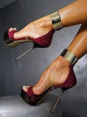 Cheap stilettos can make ladies sexy and charming. Ericdress sells stiletto heels and you have every reason to shop for cheap stiletto sandals from this website.