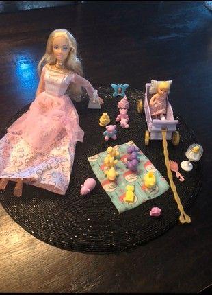 Barbie Princesse Et Son Bebe En 2020 Barbie Princesse Barbie Bebe Barbie