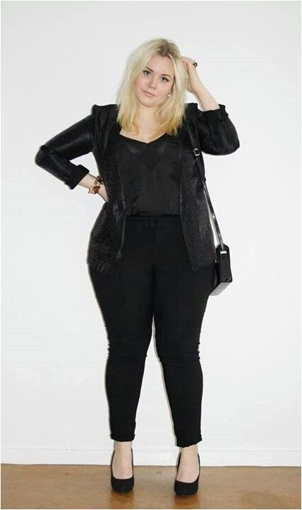 All black outfit. Curvy plus size fashion.