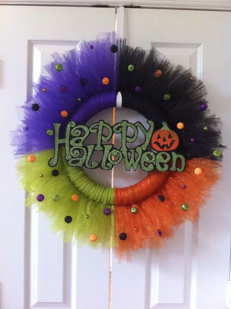 Creepily stunning DIY Halloween Wreath ideas - Hike n Dip DIY Halloween Wreaths are easy to make and can be made using simple dollar store items. Make your Halloween door decorations special with these easy wreaths Halloween Tulle Wreath, Dulceros Halloween, Adornos Halloween, Manualidades Halloween, Halloween Door Decorations, Tulle Crafts, Wreath Crafts, Diy Wreath, Wreath Ideas