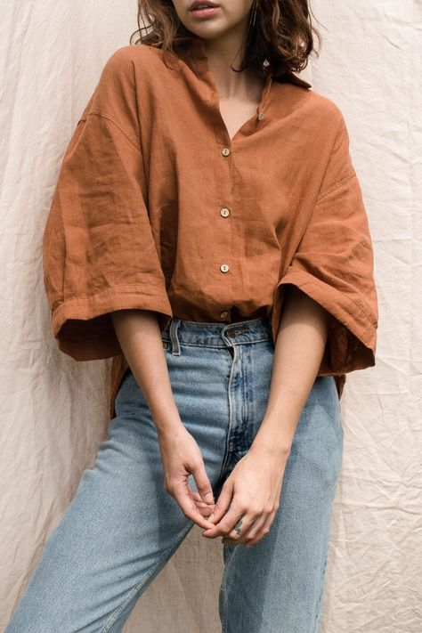 The Ruby Shirt in Ochre draws on classic tailoring in Pure Natural French Linen. Pair her with your favourite pair of Jeans The Ruby Shirt in Ochre draws on classic tailoring in Pure Natural French Linen. Pair her with your favourite pair of Jeans Vintage Summer Outfits, Retro Outfits, Casual Outfits, Diy Outfits, Fall Outfits, Hippie Outfits, Casual Wear, Casual Shirts, Look Fashion