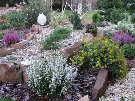 Steinplatten als Beeteinfassung - Gartenzonen definieren Garten - innovative matratze fur doppelbett erlaubt eine bewegungsfreiheit