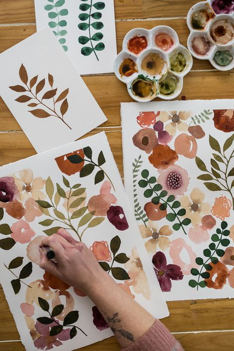 Learn how to paint abstract botanicals in my new Ecourse, Modern Mixed Media. Find out more HERE.