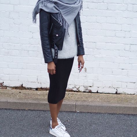 A COOL WAY TO WEAR A MIDI SKIRT