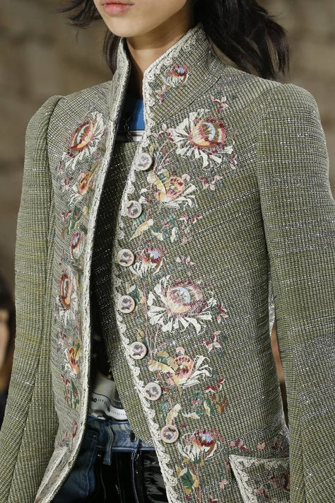 Vuitton Spring 2018 Ready-to-Wear Fashion Show See detail photos for Louis Vuitton Spring 2018 Ready-to-Wear collection.See detail photos for Louis Vuitton Spring 2018 Ready-to-Wear collection.