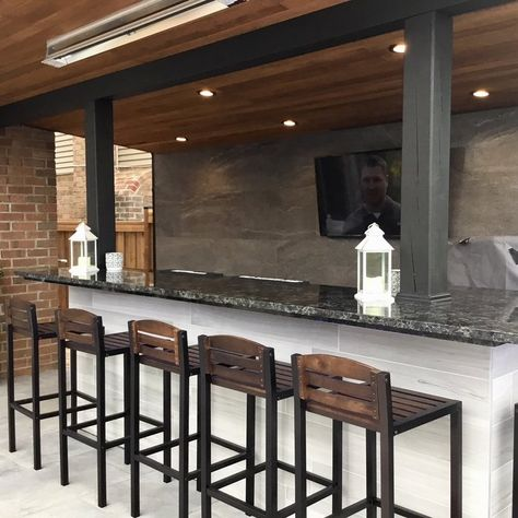 Right here you can discover outdoor bar ideas that satisfy your hopes as well as desires. Designing an outdoor bar is so much fun. Outdoor Kitchen Plans, Outdoor Patio Bar, Backyard Bar, Backyard Patio Designs, Outdoor Kitchen Design, Outdoor Bars, Modern Outdoor Bar Stools, Simple Outdoor Kitchen, Outdoor Cooking Area