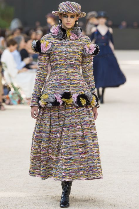 Chanel Parigi - Haute Couture Fall Winter - Shows - Vogue.
