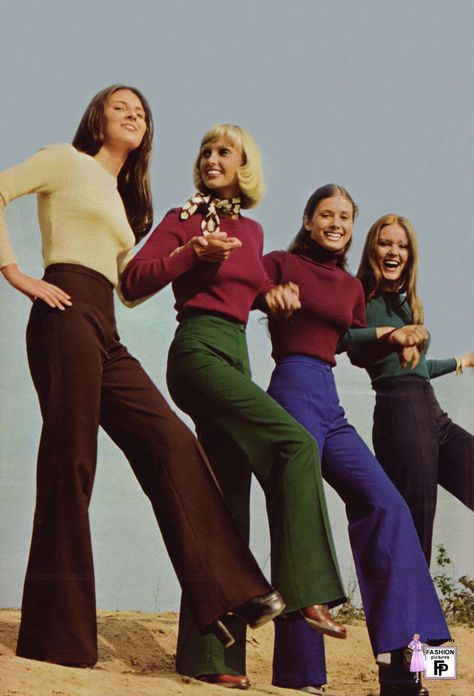 Mid to later High waisted flared pants and tight tops. Almost a uniform for younger women of the time. clare-authoritave Mid to later High waisted flared pants and tight tops. Almost a uniform for younger women of the time. 70s Women Fashion, 70s Inspired Fashion, Seventies Fashion, 60s And 70s Fashion, Fashion History, Retro Fashion, Vintage Fashion, Hippie Fashion, 70s Inspired Outfits