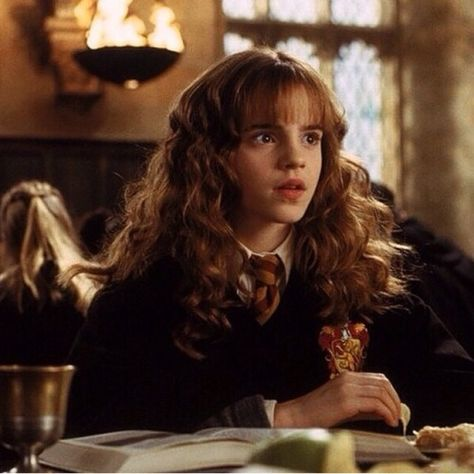 Emma Watson as Hermione Granger in the Harry Potter series of films Harry Potter Icons, Harry Potter Hermione, Harry Potter Aesthetic, Harry Potter Love, Harry Potter Universal, Harry Potter Characters, Harry Potter World, Emma Watson, Desenhos Harry Potter