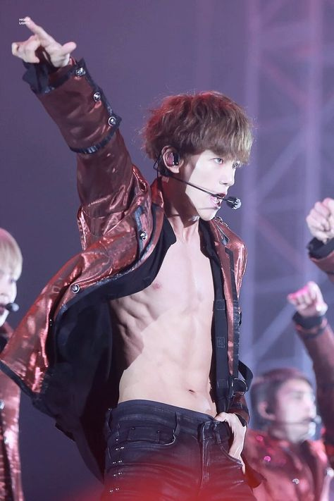 Baekhyun abs - I'll appreciate his hard work and lust over his abs, but I still feel a big badly that he was under such pressure to show them..