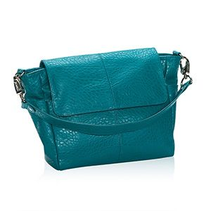 The Fashion Week by Thirty-One comes in 3 styles. Teal Affair Vintage Pebble (which is shown), City Charcoal Vintage Pebble and Platinum Grey Vintage Pebble. All really cute styles for this cute little bag.