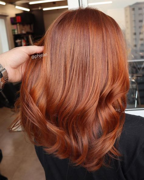 O segredo pra escolher um bom tonalizante é saber o que o cabelo precisa pra chegar no tom que você quer. Se ele desbota mto dourado e vc…