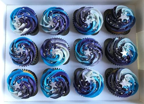 Space theme cupcakes - Alex Hermann - Space Everything