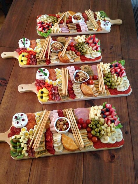 Party Food Platters, Cheese Platters, Party Trays, Bistro Food, Charcuterie And Cheese Board, Food Decoration, Party Snacks, Party Finger Foods, Food Design