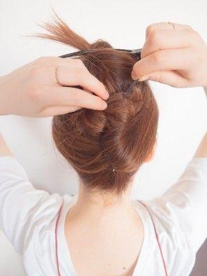 夜会巻きのやり方 かぶせ方は 普段着にも似合うヘアアレンジ ヘアアレンジ 夜会巻き アップヘアの髪型