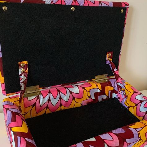 Beautiful Capulana inspired Jewelry / Memory Boxes .. yes please .. now delivering to Canada 🇨🇦 and USA 🇺🇸 #África #giftideas #waxprint #jewelry #jewelrybox #memorybox #follow #toronto #canada #storage #beautiful #present #handmadejewelry
